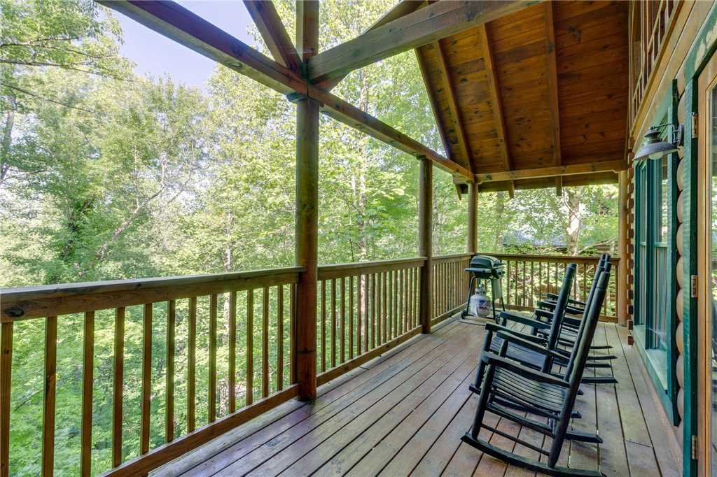 Photo of a Pigeon Forge Cabin named Cozy Bear Cabin - This is the thirtieth photo in the set.