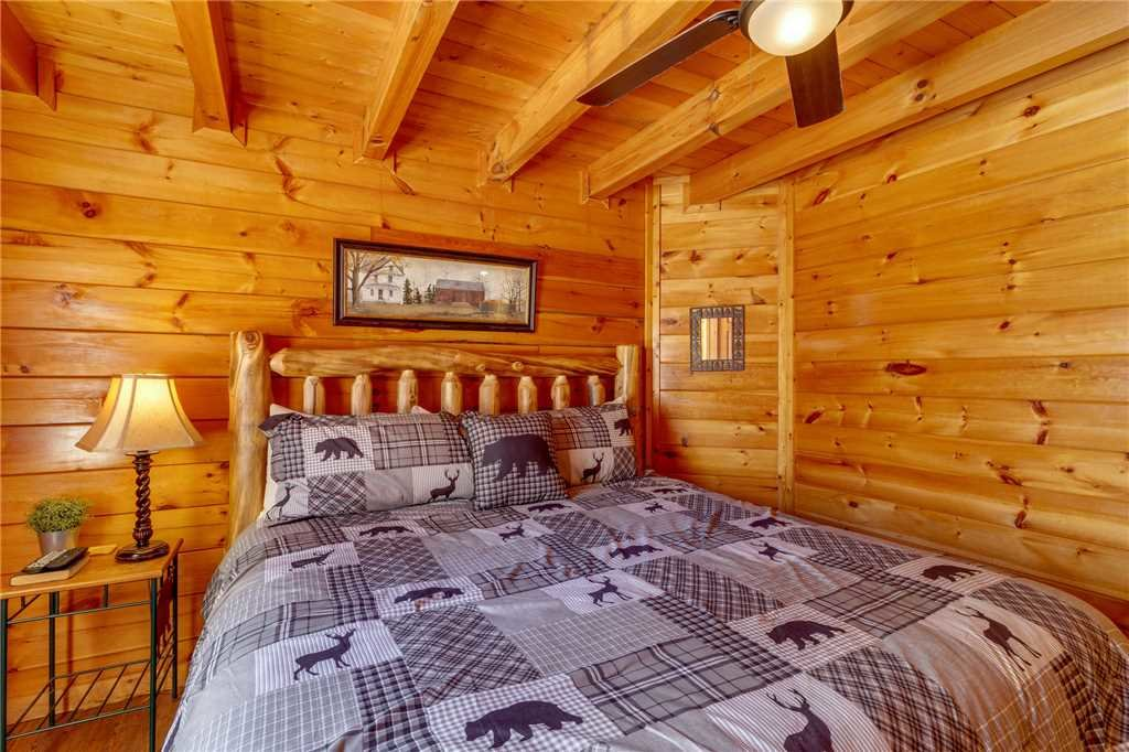Photo of a Pigeon Forge Cabin named Cozy Bear Cabin - This is the seventeenth photo in the set.