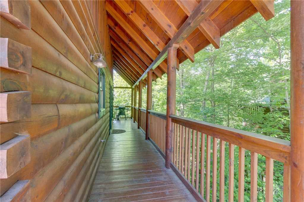 Photo of a Pigeon Forge Cabin named Cozy Bear Cabin - This is the thirty-fifth photo in the set.
