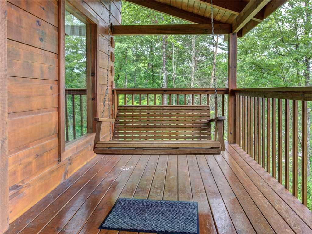 Photo of a Gatlinburg Cabin named Bear Tracks - This is the twenty-first photo in the set.