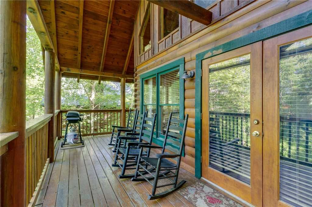 Photo of a Pigeon Forge Cabin named Cozy Bear Cabin - This is the thirty-first photo in the set.