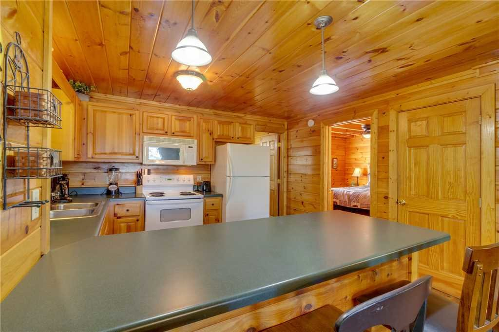 Photo of a Pigeon Forge Cabin named Cozy Bear Cabin - This is the eleventh photo in the set.