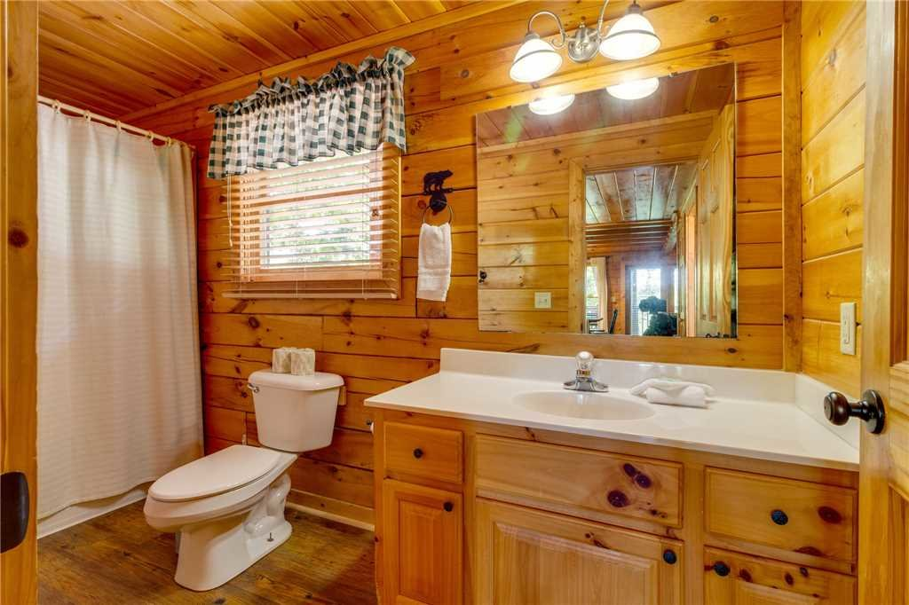 Photo of a Pigeon Forge Cabin named Cozy Bear Cabin - This is the fourteenth photo in the set.