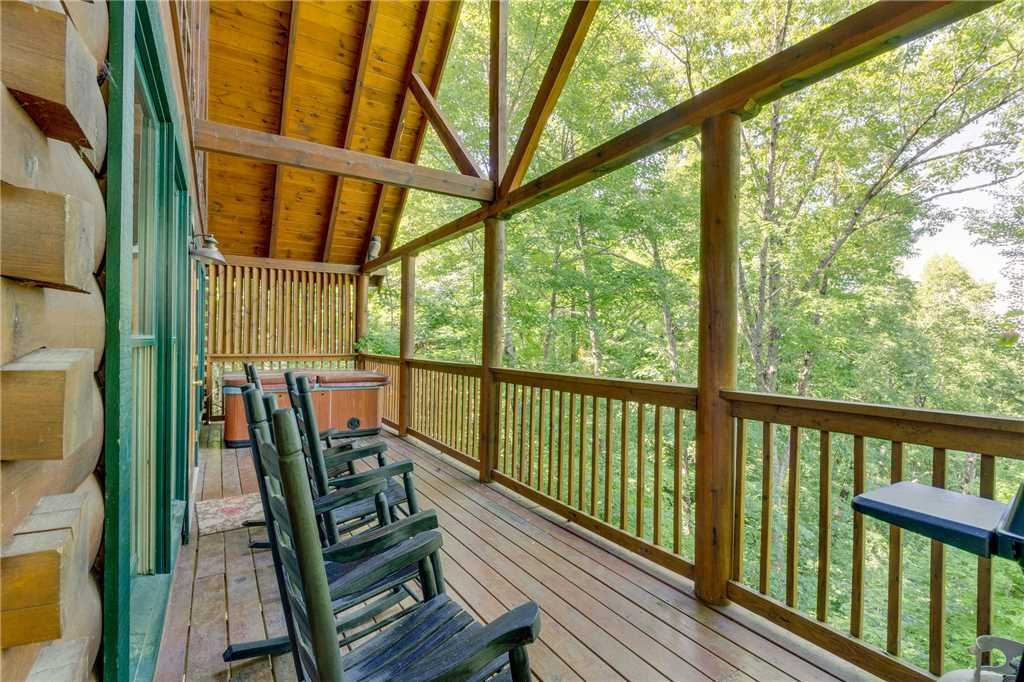 Photo of a Pigeon Forge Cabin named Cozy Bear Cabin - This is the twenty-seventh photo in the set.