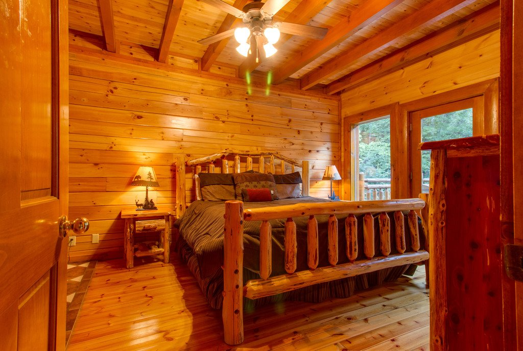 Photo of a Sevierville Cabin named Mountain Cinema Lodge - This is the thirty-eighth photo in the set.
