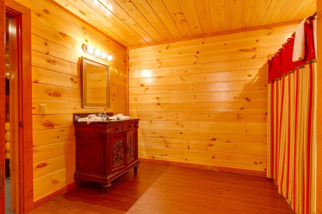Photo of a Sevierville Cabin named Mountain Cinema Lodge - This is the forty-eighth photo in the set.