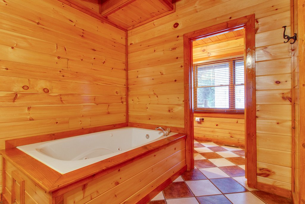 Photo of a Sevierville Cabin named Mountain Cinema Lodge - This is the twenty-fifth photo in the set.