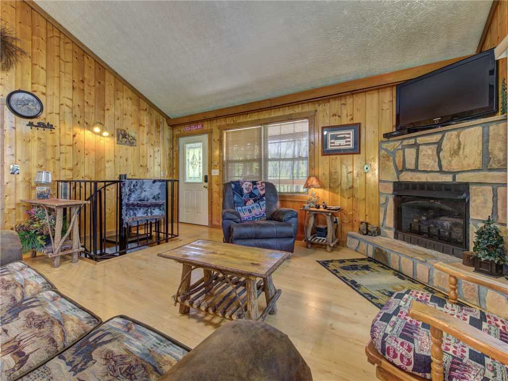 Photo of a Gatlinburg Cabin named Peanuts Hideaway - This is the third photo in the set.