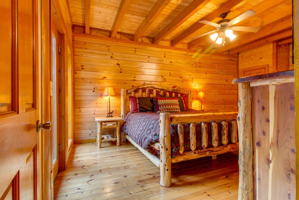 Photo of a Sevierville Cabin named Mountain Cinema Lodge - This is the thirty-third photo in the set.