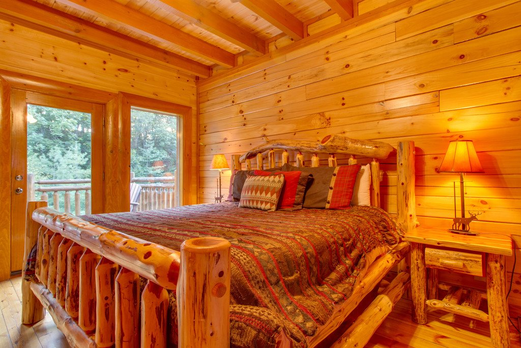 Photo of a Sevierville Cabin named Mountain Cinema Lodge - This is the thirty-fourth photo in the set.
