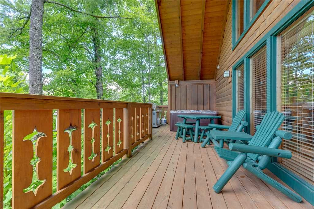 Photo of a Gatlinburg Cabin named Moonshine Run - This is the eighteenth photo in the set.