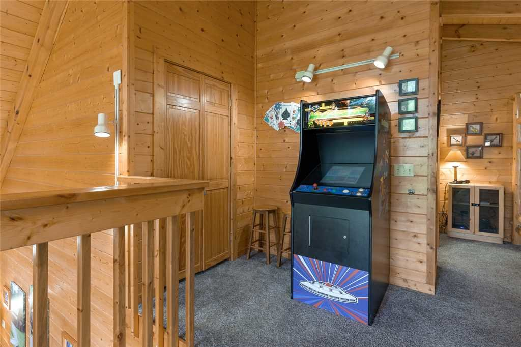 Photo of a Gatlinburg Cabin named Moonshine Run - This is the ninth photo in the set.