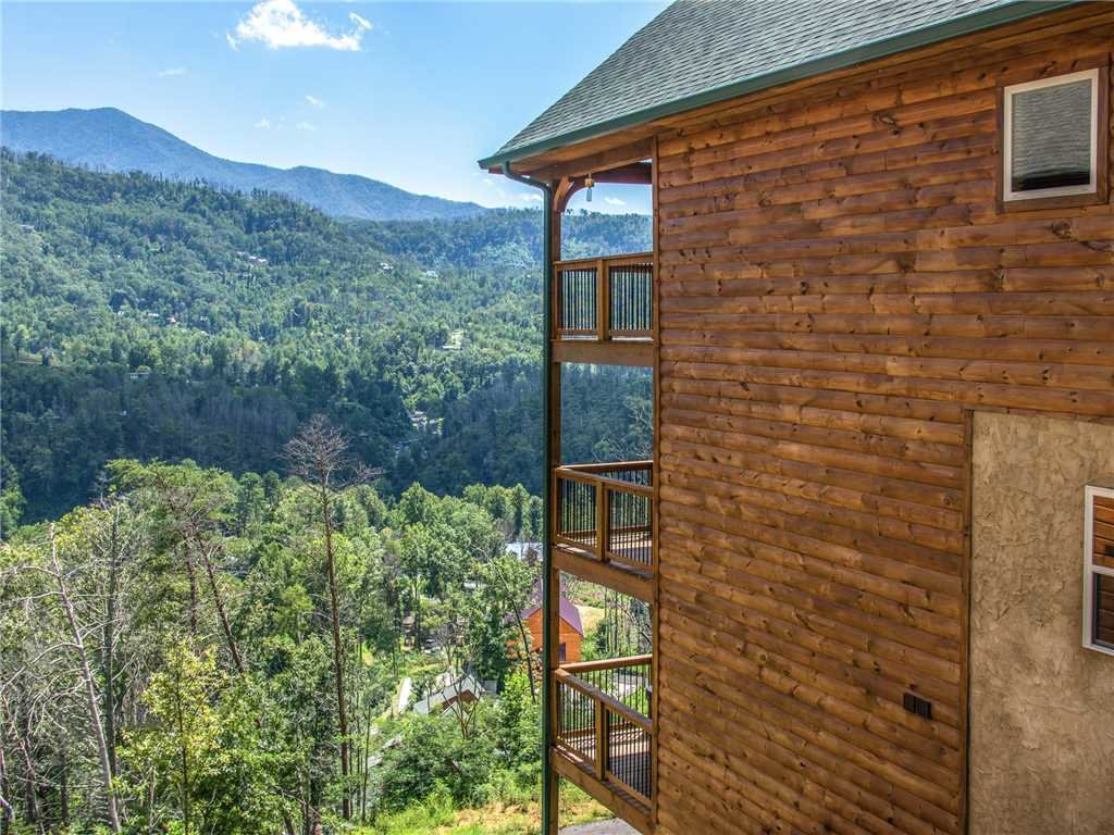 Photo of a Gatlinburg Cabin named All About The View - This is the fortieth photo in the set.