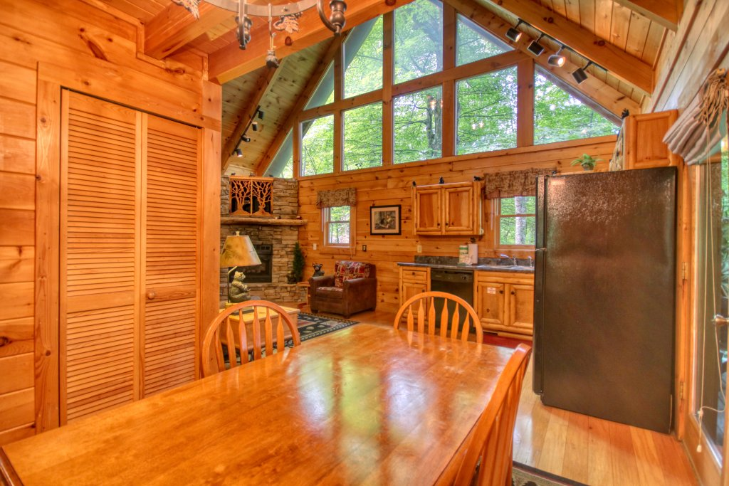 Photo of a Gatlinburg Cabin named American Treehouse #1708 - This is the eighth photo in the set.