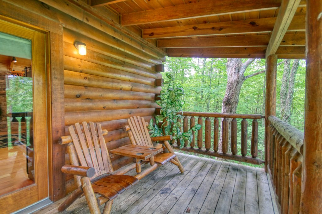 Photo of a Gatlinburg Cabin named American Treehouse #1708 - This is the eighteenth photo in the set.
