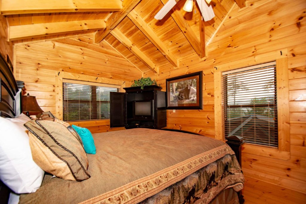 Photo of a Sevierville Cabin named Hideaway Haven - This is the twelfth photo in the set.