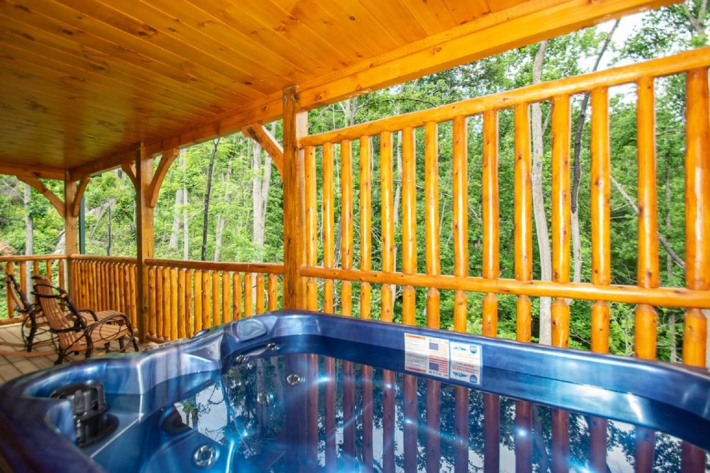 Photo of a Gatlinburg Cabin named On The Edge - This is the eighteenth photo in the set.