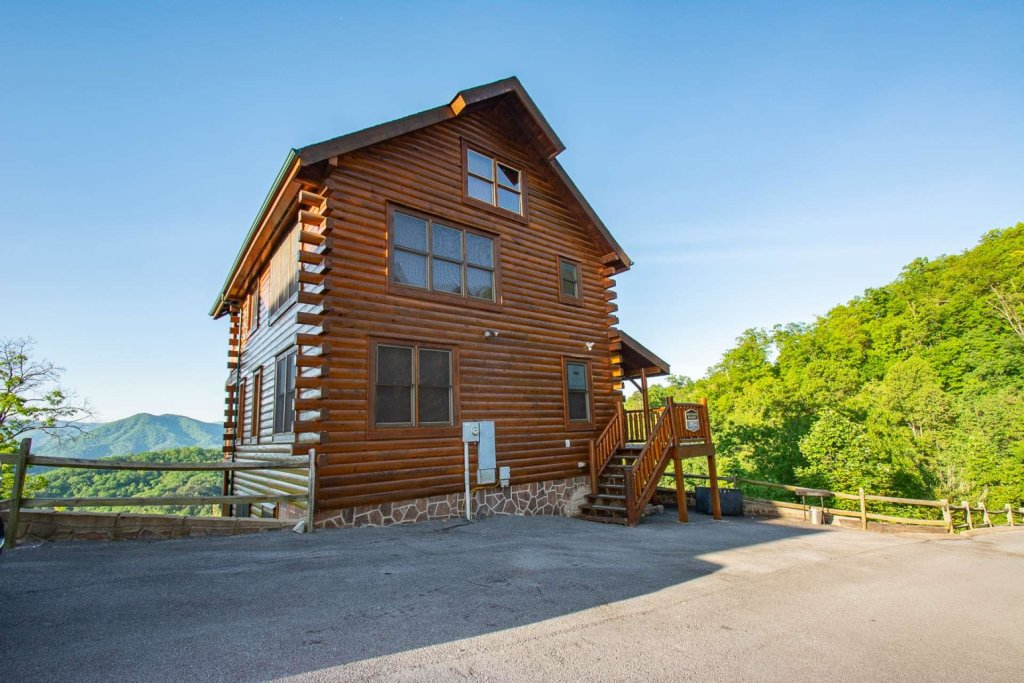 Photo of a Sevierville Cabin named Mountains Blessing - This is the second photo in the set.