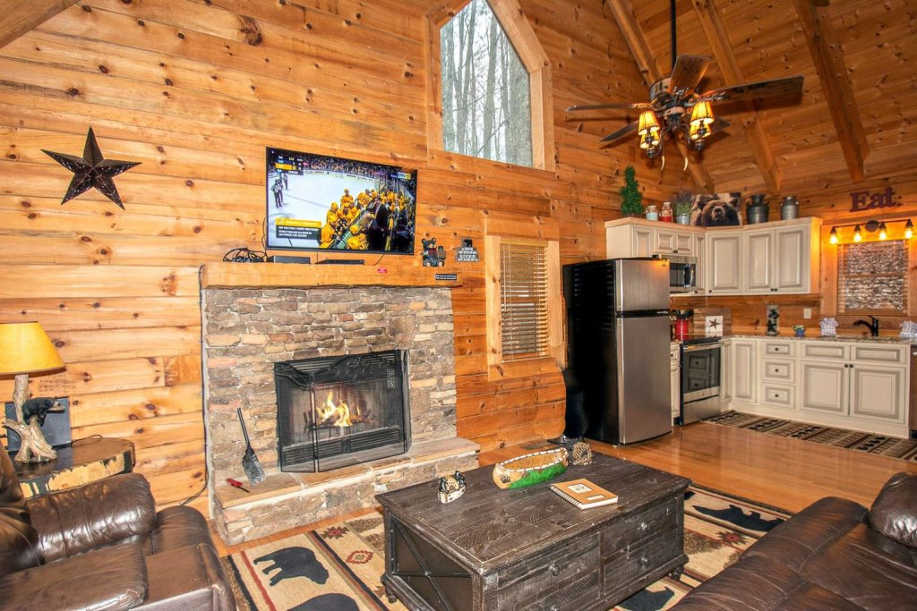 Photo of a Sevierville Cabin named Bear Mountain Cabin - This is the second photo in the set.