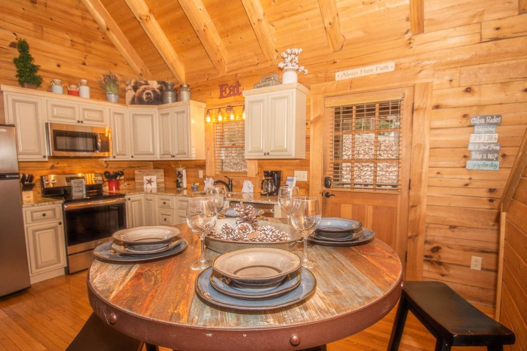 Photo of a Sevierville Cabin named Bear Mountain Cabin - This is the first photo in the set.