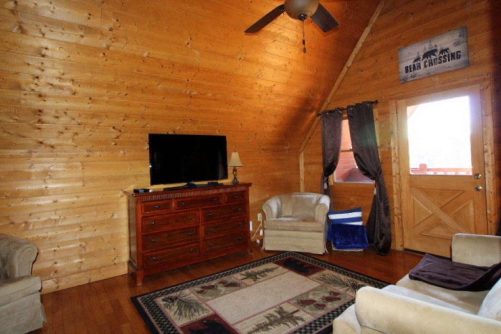 Photo of a Pigeon Forge Cabin named Moonlight Kisses - This is the twenty-first photo in the set.