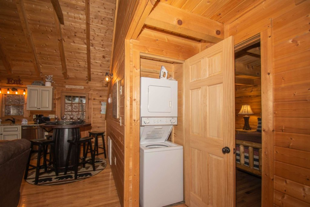Photo of a Sevierville Cabin named Bear Mountain Cabin - This is the twenty-second photo in the set.