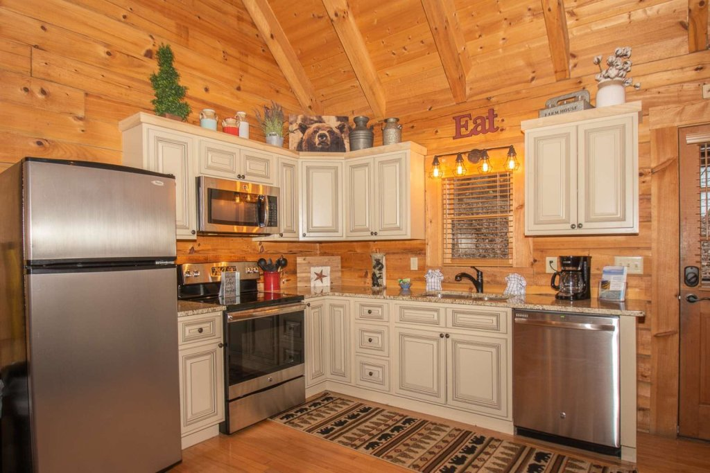 Photo of a Sevierville Cabin named Bear Mountain Cabin - This is the third photo in the set.