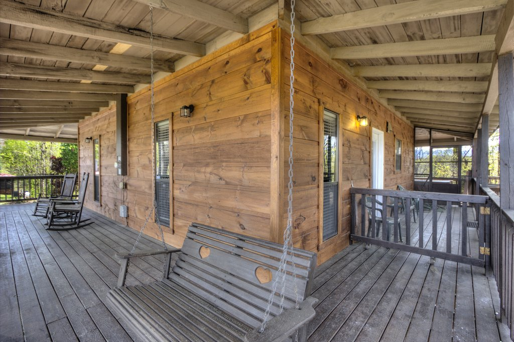 Photo of a Pigeon Forge Cabin named Kickback Shack #298 - This is the thirty-second photo in the set.