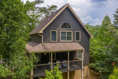 3 Bedroom, 3 Bathroom Luxury Cabin In Pigeon Forge Half A Mile From The City.