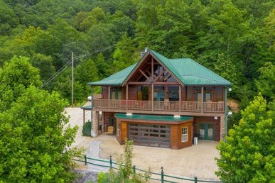 A 6 Bedroom, 5 Bath Luxury Cabin For 22 With A Home Theater And Indoor Pool.
