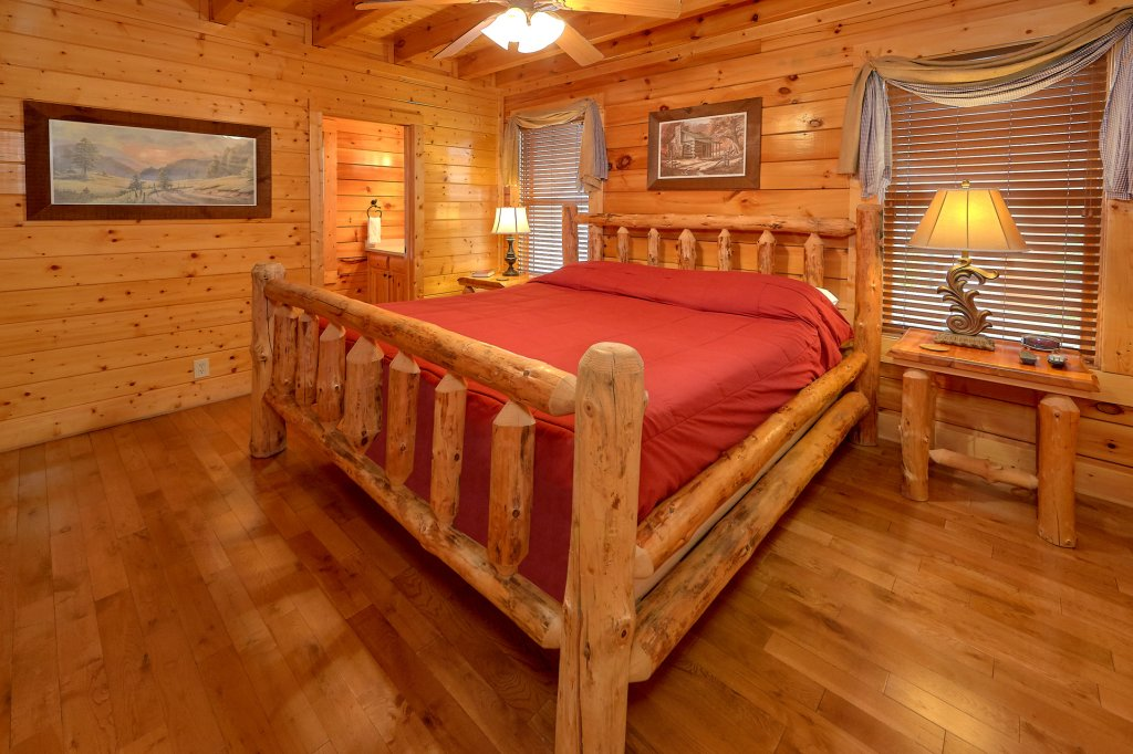 Photo of a Pigeon Forge Cabin named Incredible Views - This is the sixteenth photo in the set.