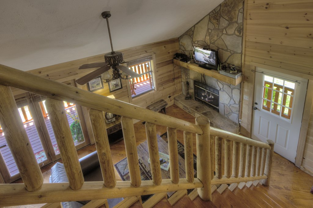 Photo of a Pigeon Forge Cabin named Grandpa Bear's View #233 - This is the thirty-third photo in the set.