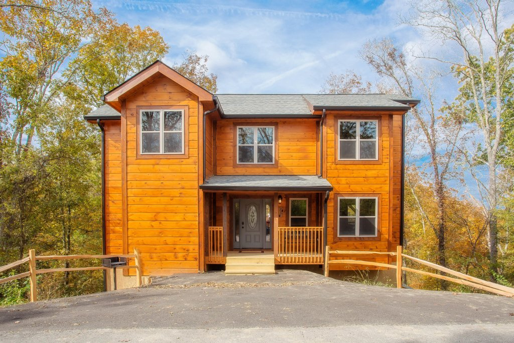 Photo of a Pigeon Forge Cabin named A Bear's Alpine Splash - This is the first photo in the set.