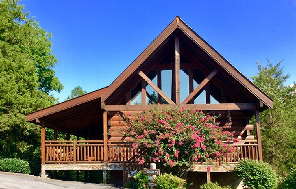 Photo of a Pigeon Forge Cabin named Granny D's - This is the first photo in the set.