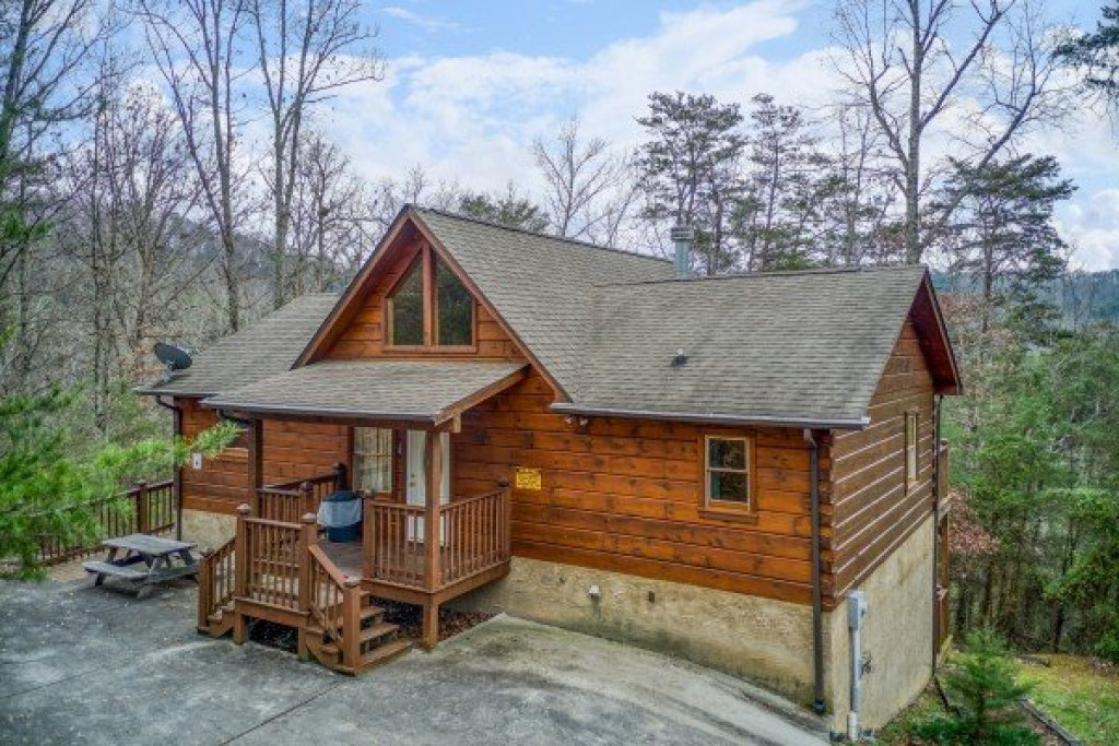 Photo of a Pigeon Forge Cabin named Wildlife Retreat - This is the first photo in the set.