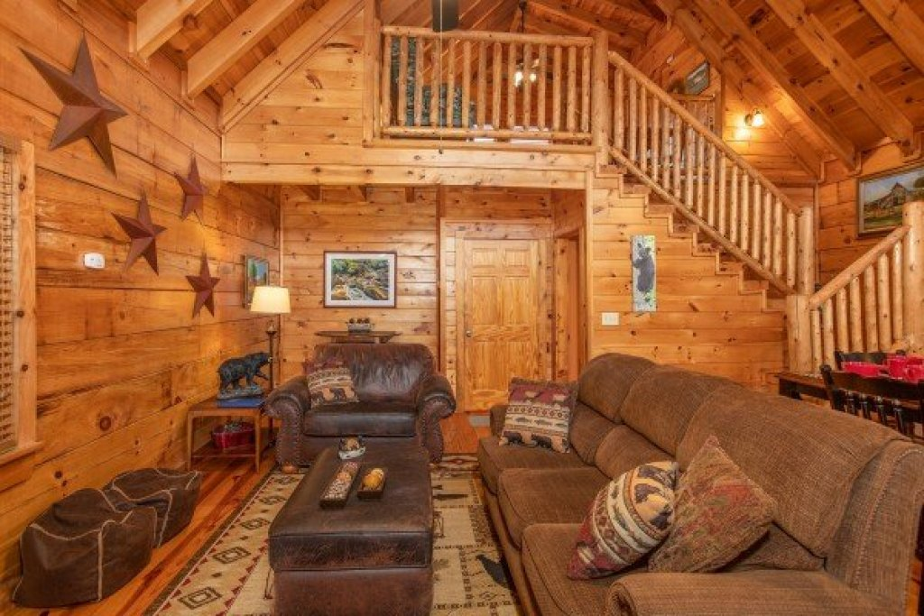 Photo of a Pigeon Forge Cabin named Granny D's - This is the fourth photo in the set.