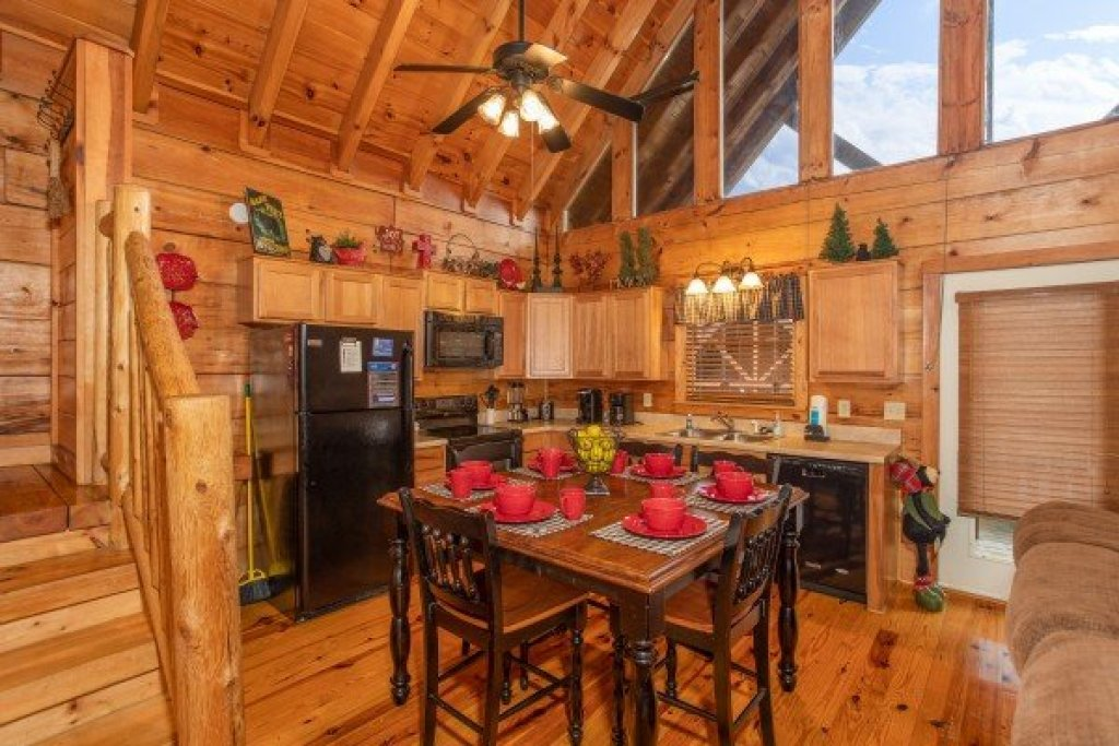 Photo of a Pigeon Forge Cabin named Granny D's - This is the sixth photo in the set.