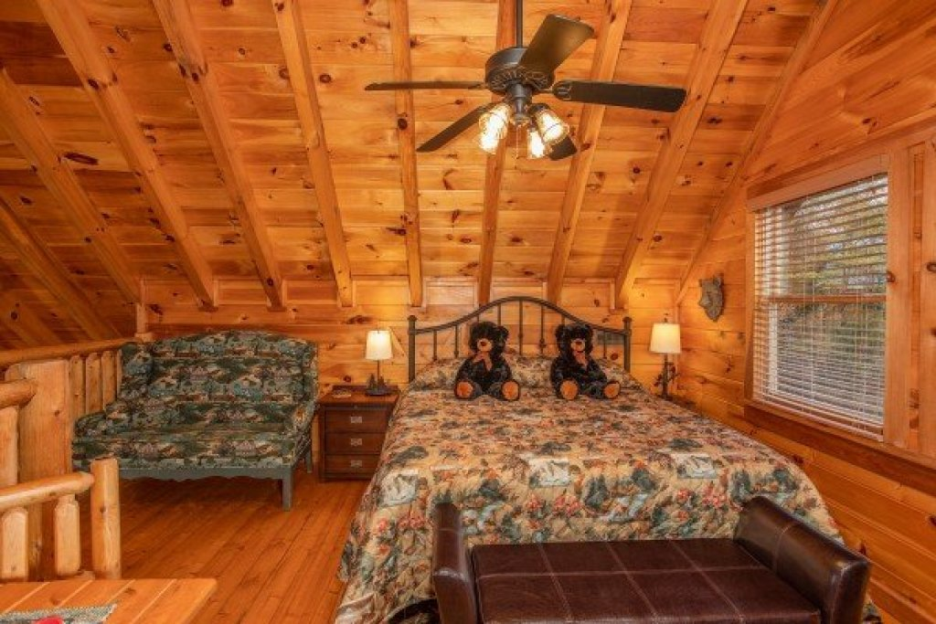 Photo of a Pigeon Forge Cabin named Granny D's - This is the fourteenth photo in the set.