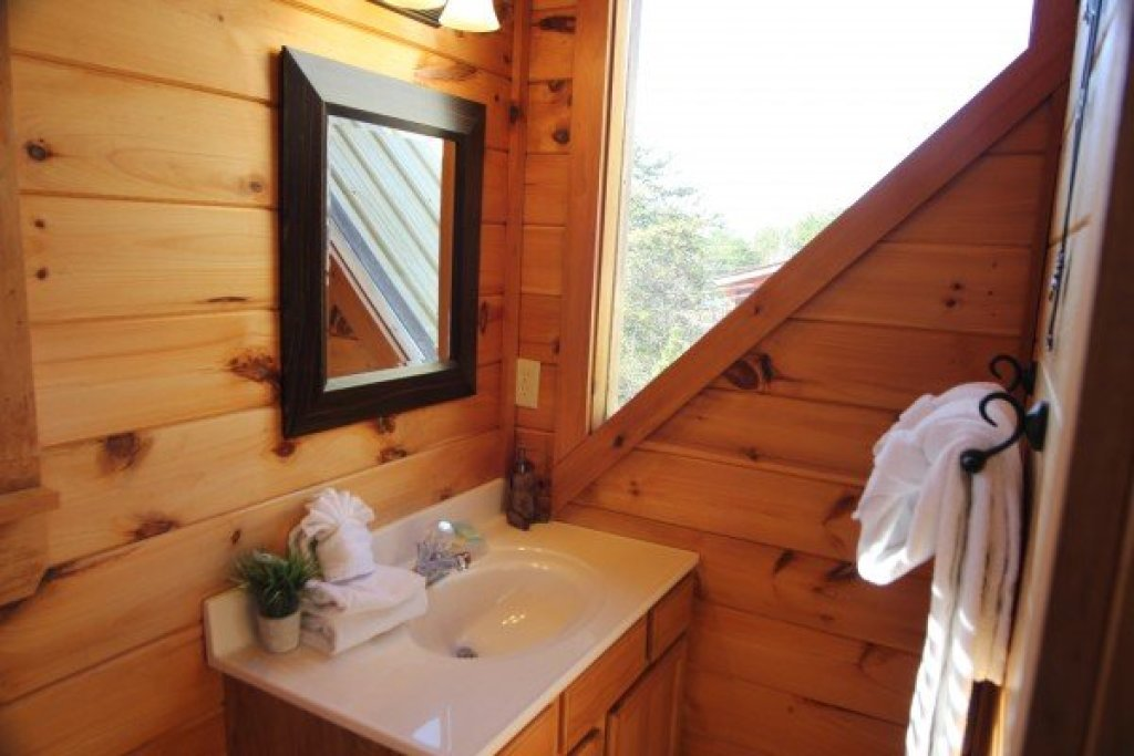 Photo of a Pigeon Forge Cabin named Granny D's - This is the sixteenth photo in the set.