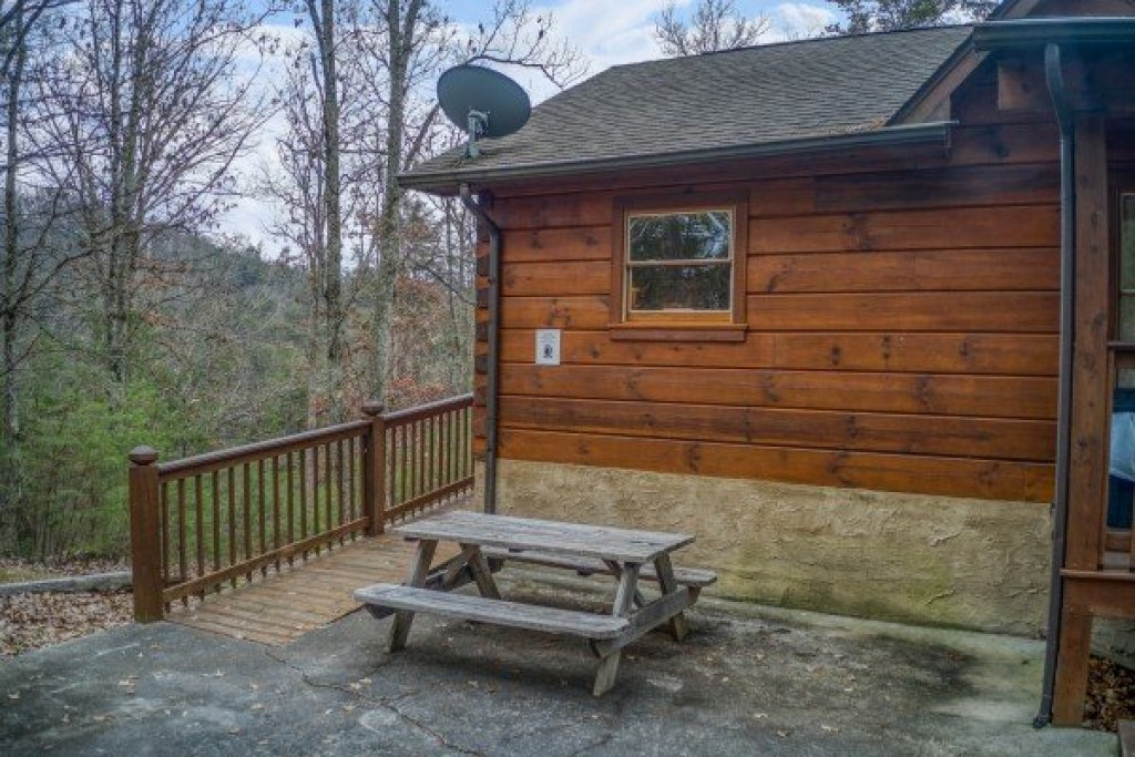 Photo of a Pigeon Forge Cabin named Wildlife Retreat - This is the twenty-second photo in the set.
