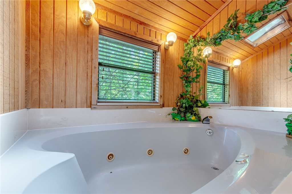 Photo of a Gatlinburg Cabin named Smoky View Chalet - This is the fourteenth photo in the set.