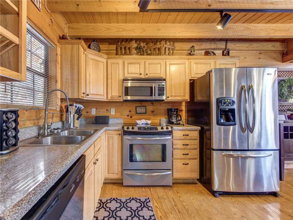 Photo of a Sevierville Cabin named Sunset Lodge - This is the seventh photo in the set.