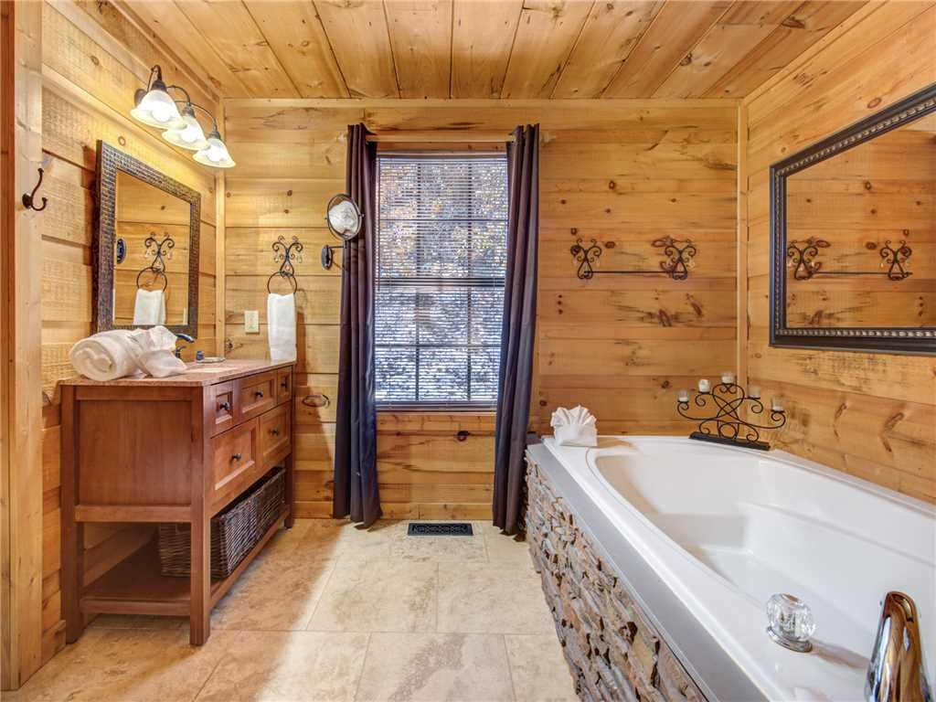 Photo of a Sevierville Cabin named Sunset Lodge - This is the fifteenth photo in the set.