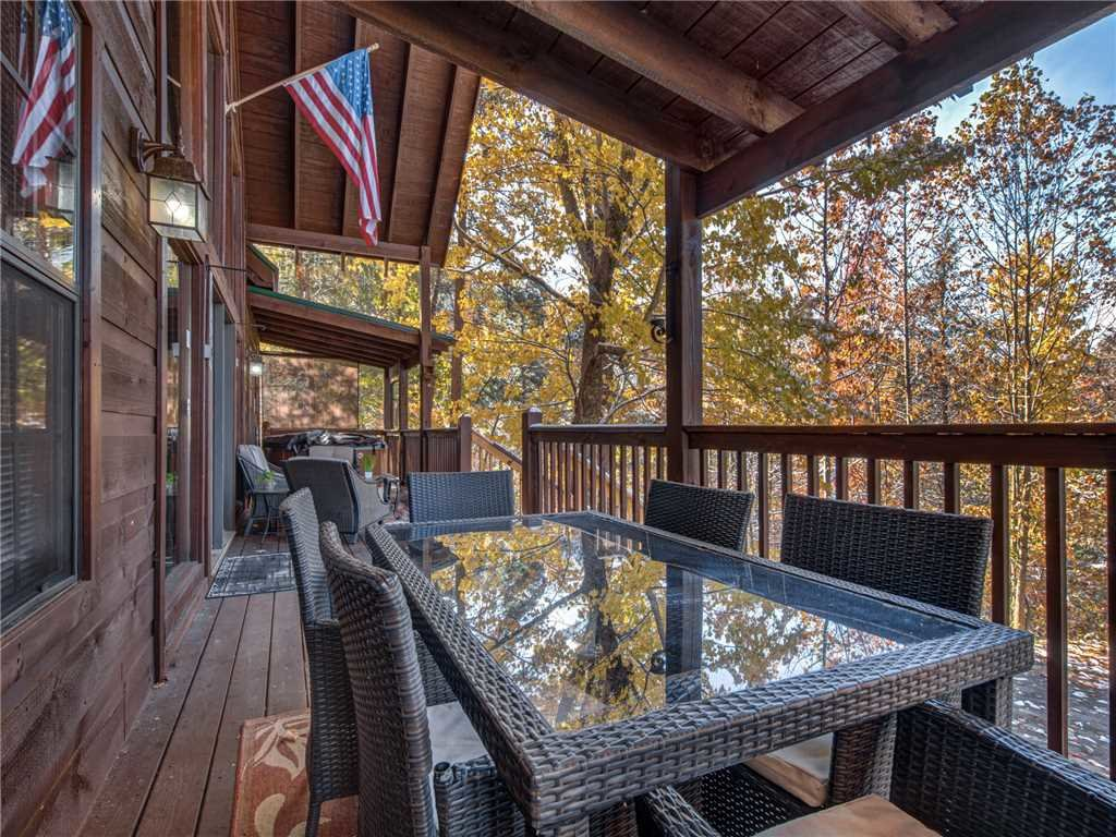 Photo of a Sevierville Cabin named Sunset Lodge - This is the twenty-fourth photo in the set.