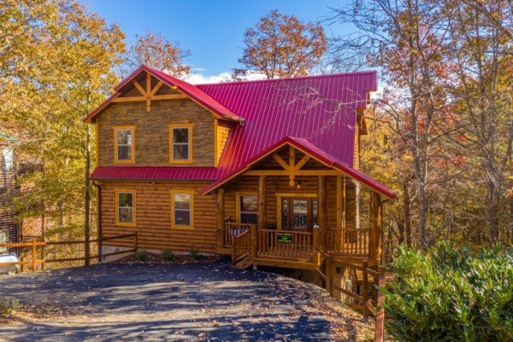 Photo of a Gatlinburg Cabin named Pinot Splash - This is the first photo in the set.