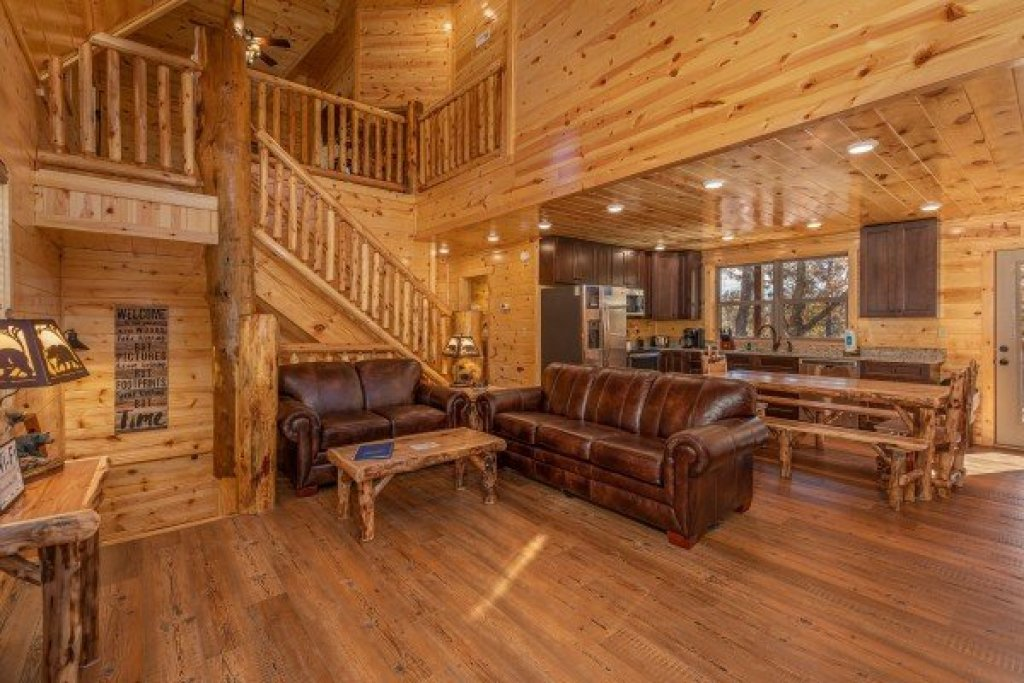 Photo of a Gatlinburg Cabin named Pinot Splash - This is the third photo in the set.