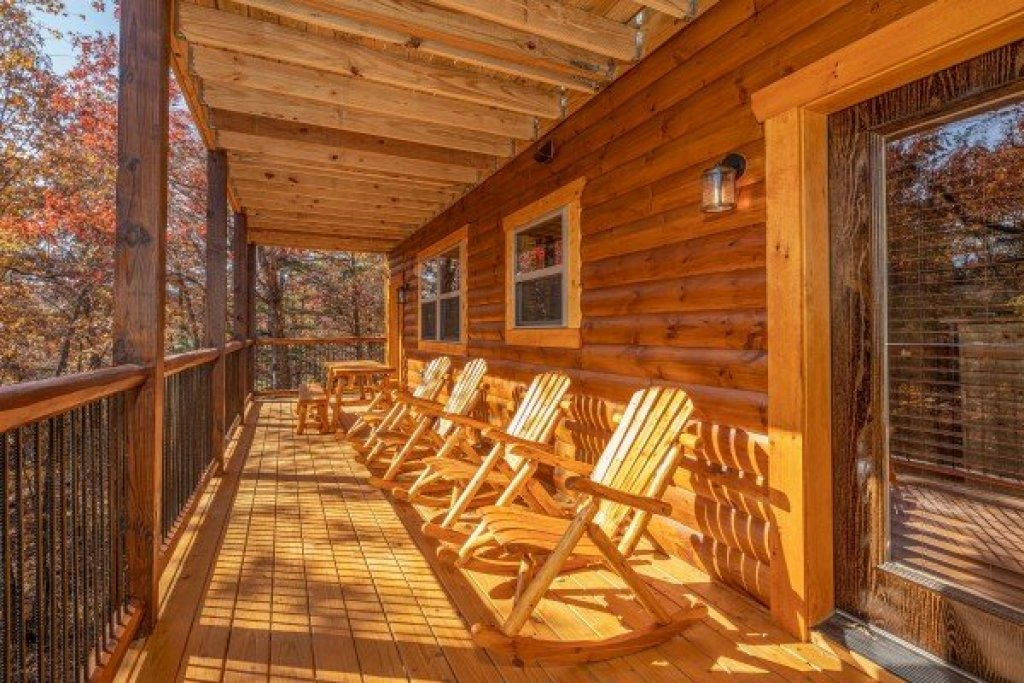 Photo of a Gatlinburg Cabin named Pinot Splash - This is the twelfth photo in the set.