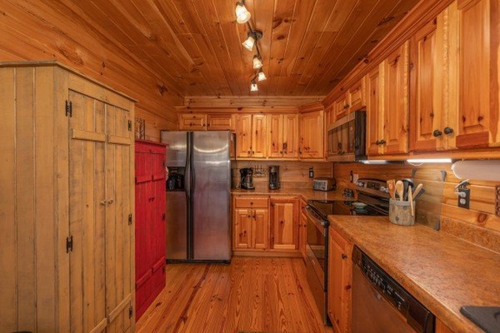Photo of a Sevierville Cabin named All Hours - This is the sixth photo in the set.