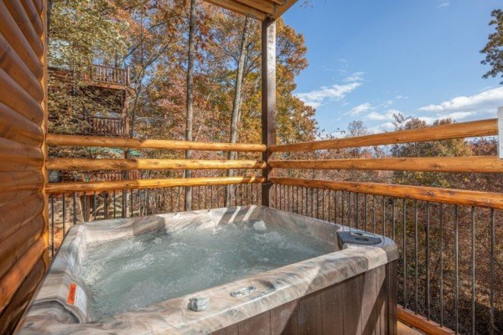 Photo of a Gatlinburg Cabin named Pinot Splash - This is the thirty-second photo in the set.