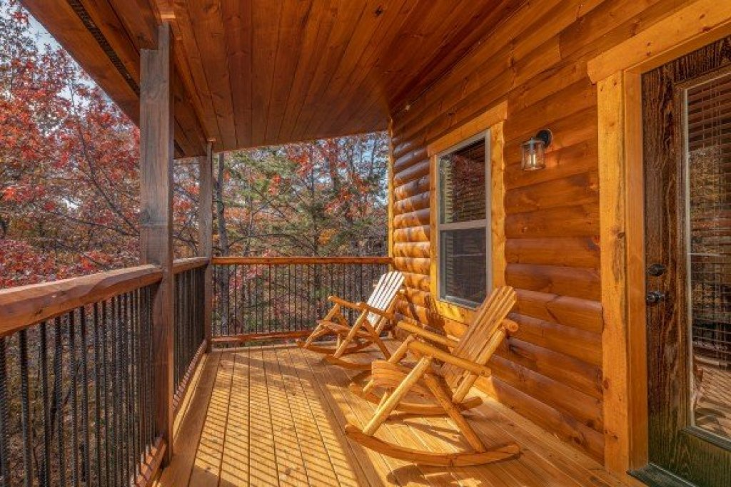 Photo of a Gatlinburg Cabin named Pinot Splash - This is the twenty-second photo in the set.